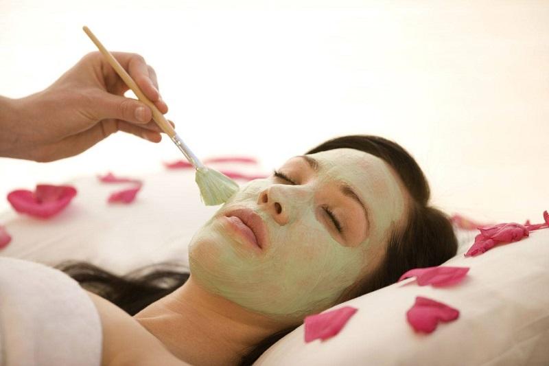 Sử dụng mặt nạ chăm sóc da mụn