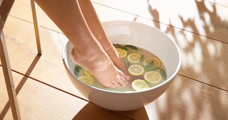 Sử dụng chanh tươi chữa nứt gót chân hiệu quả