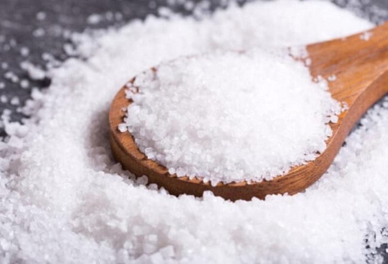 Cách làm trắng răng bằng muối