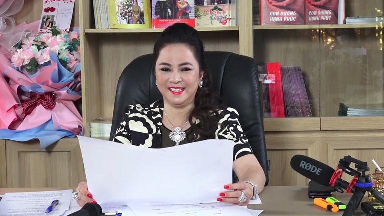 hình ảnh livestream của bà Nguyễn Phương Hằng