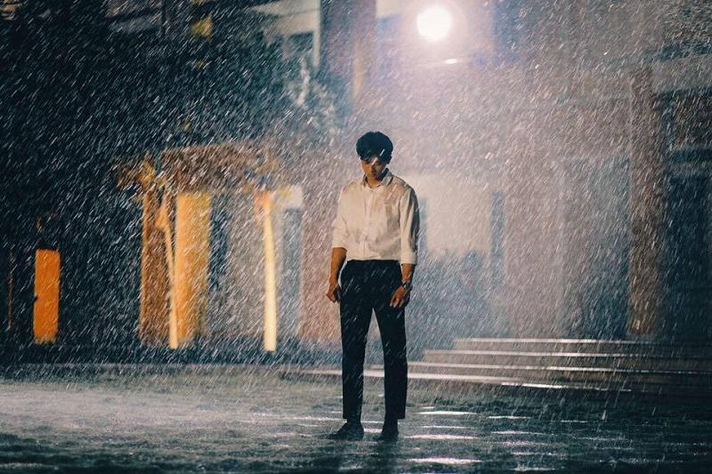Tâm trang đang khốn đốn thì trời cũng đổ cơn mưa